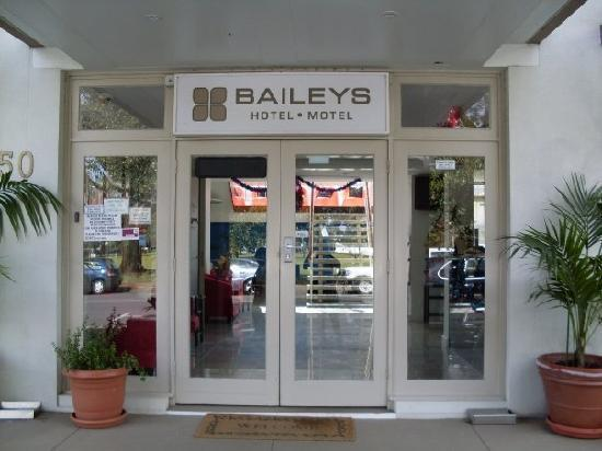 Baileys Motel: The Entrance