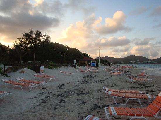 Club Orient Resort: Orient beach looking north