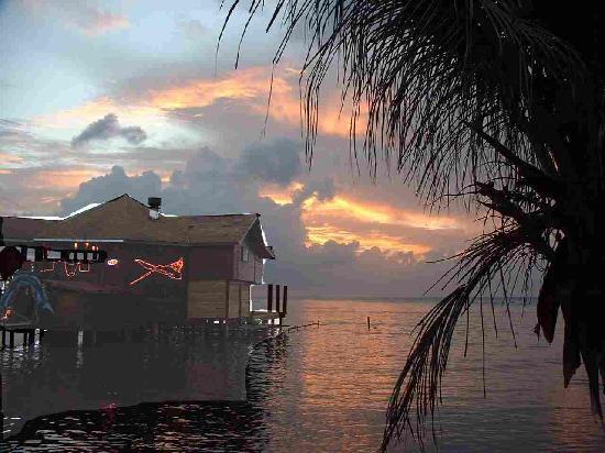 Mariposa Lodge: Great sunsets