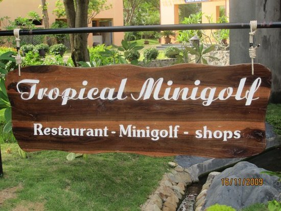 Tropical Mini-Golf : The entrance