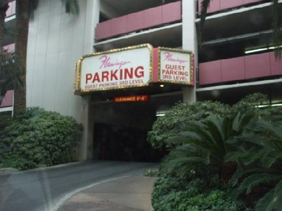 Flamingo Las Vegas Hotel & Casino: Parking garage entrance