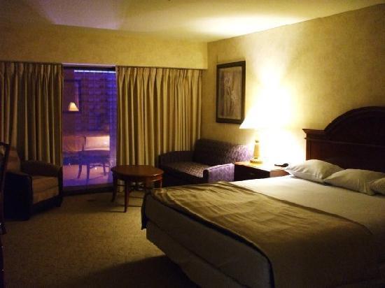 Flamingo Las Vegas Hotel & Casino: Flamingo Deluxe guest room