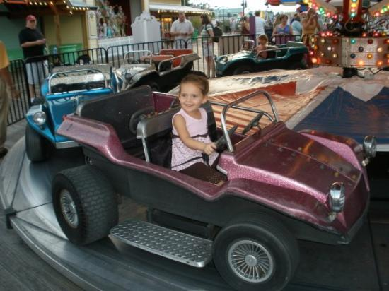 Family Kingdom Amusement Park: Hannah and her pink jeep!