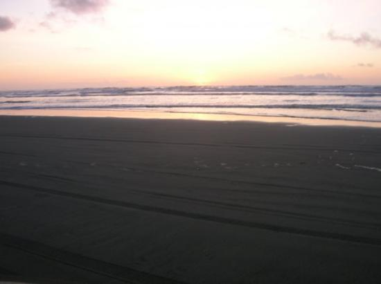 Long Beach, WA: Do you see the green flash? Me neither... Maybe some day I'll see it.