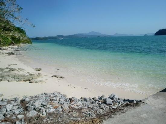 Langkawi, Malaysia: Crystal clear beach at Pulau Beras Basah