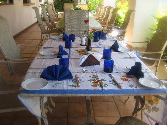 Villa Alegre - Bed and Breakfast on the Beach: breakfast on the patio overlooking the pool