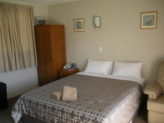 Bealey Avenue Motel: Room