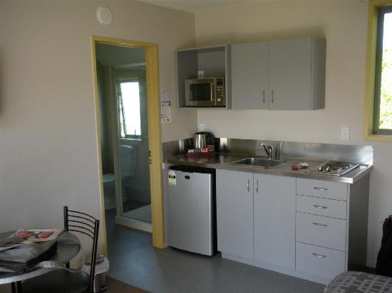 Bealey Avenue Motel: kitchenette