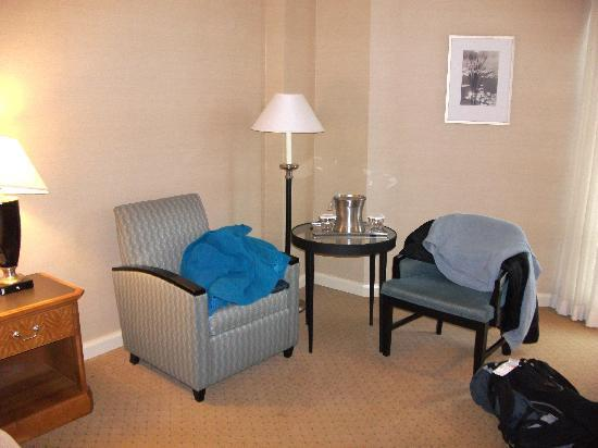 Elizabeth, NJ: comfortable room