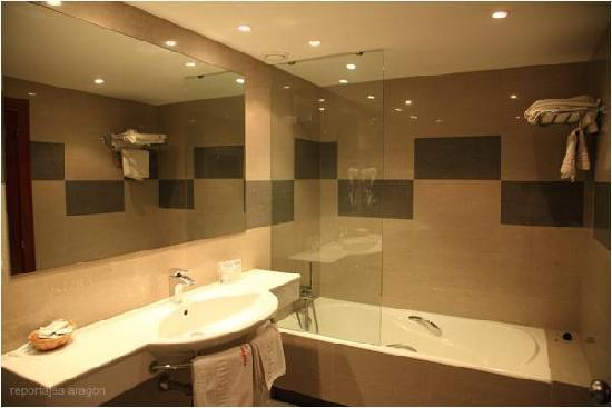 Hotel Cesaraugusta: Baño
