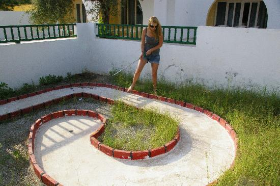 Hotel Dalia: The somewhat dilapidated mini-golf course