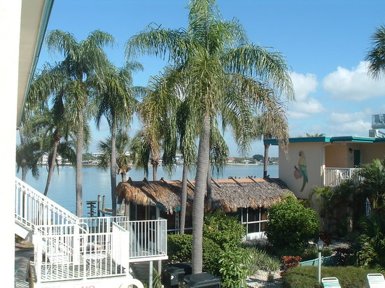 Malyn Resort Condominium Motel: Malyn Resort - Old Florida Charm, where lasting memories are made....