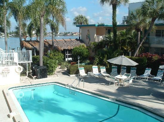 Malyn Resort Condominium Motel: Heated pool