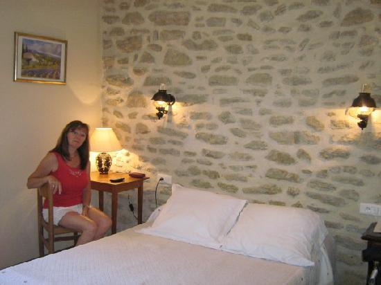 L' Auberge Rognonaise : chambre petite et charmante