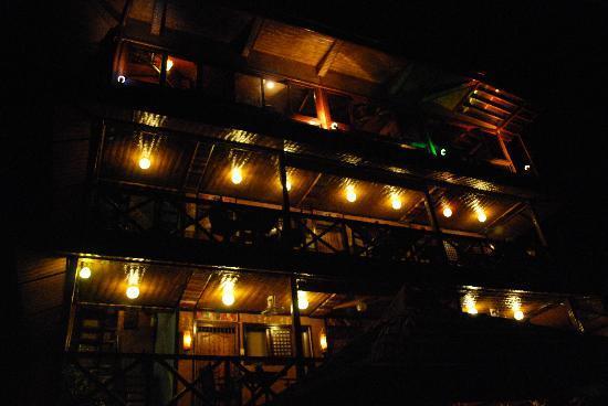 Puerto Pension Inn: Pension at Night