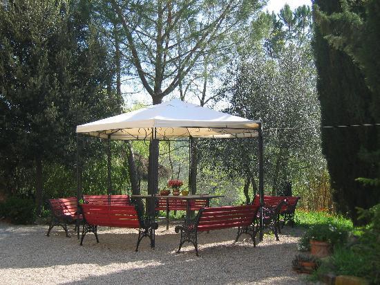 Il Paretaio: Schattenplatz mit Aussicht in Tal