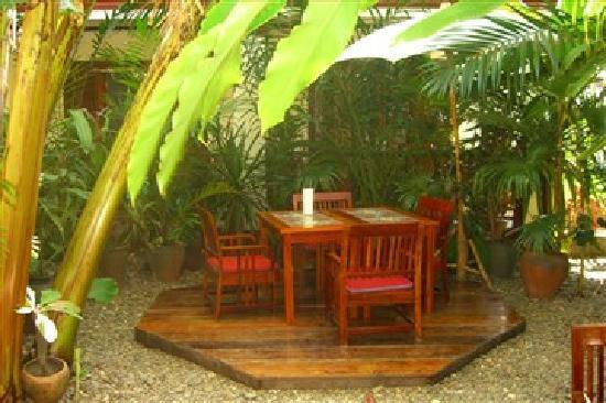 Lotus Villa Boutique Hotel: Breakfast Table