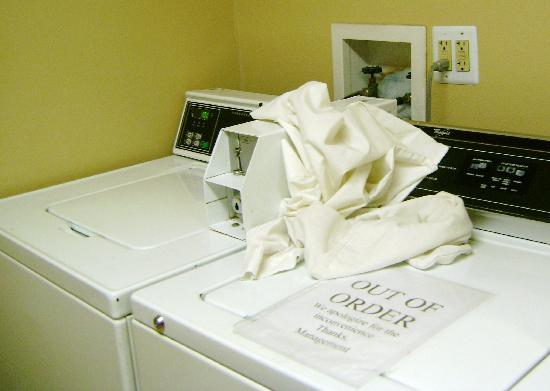 Extended Stay America - St. Louis - St. Peters: Notice it was a dollar, and broken down washer next to it.