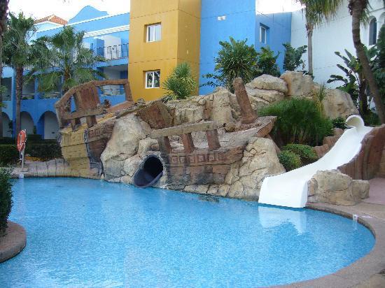 Vistas fotograf a de playaballena spa hotel rota for Piscinas con toboganes