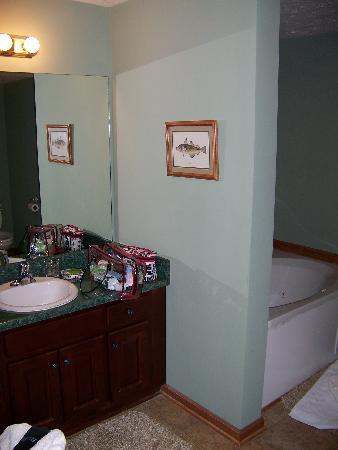 Long Mountain Lodge: Winding Stairs Bathroom