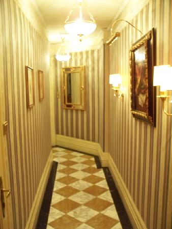 long foyer is long - picture of hotel bristol vienna, vienna
