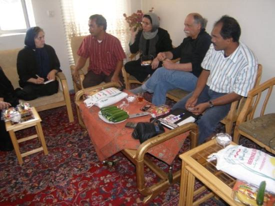 Garmsar, Irã: Berdiskusi dan sharing pengalaman di rumah petani Iran di Gamsar. Lucu juga proses sejarah yang