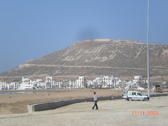 Marhaba: Promenade am Stand von Agadir