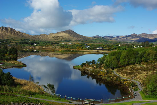 Sneem, ไอร์แลนด์: The stunning view from our bedroom