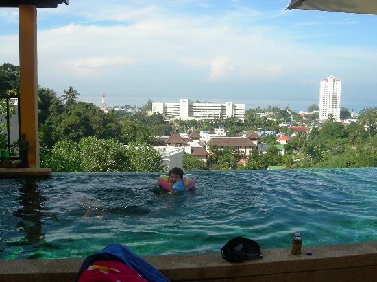 Infinity pool picture of karon rustic villas karon for Villas with infinity pools