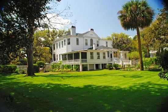 The Rhett House Inn: Exterior from rear of property