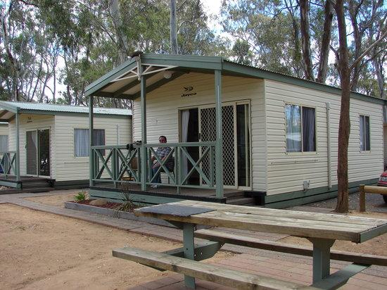 Moama Riverside Holiday & Tourist Park: Riverside 4 berth cabin