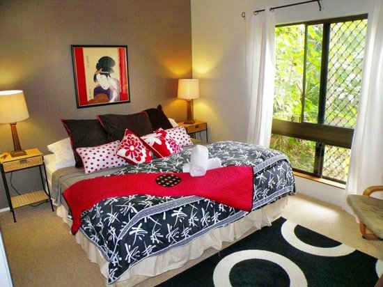 Rainforest Apartments: Main bedrom in Apt 1.  Super comfy pillow top king size bed.