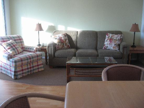 Dolphin Inn: new furniture (w/ pull out couch)