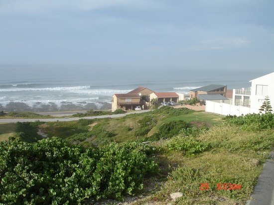 Beachview, South Africa: Dolphins View Guest House from the hill
