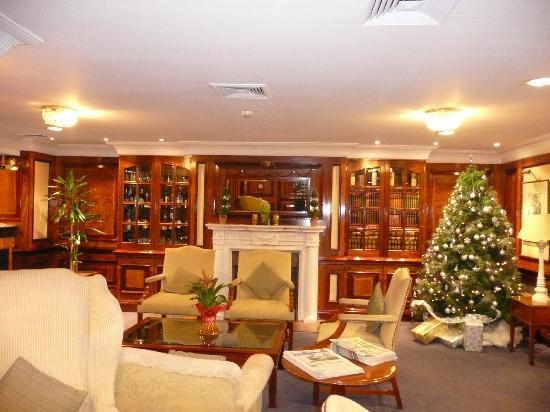 Izan Avenue Louise: lobby