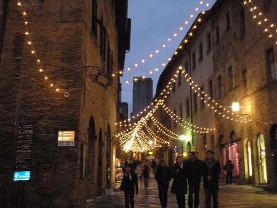 Fabio Apartments San Gimignano: San Gimignano di sera
