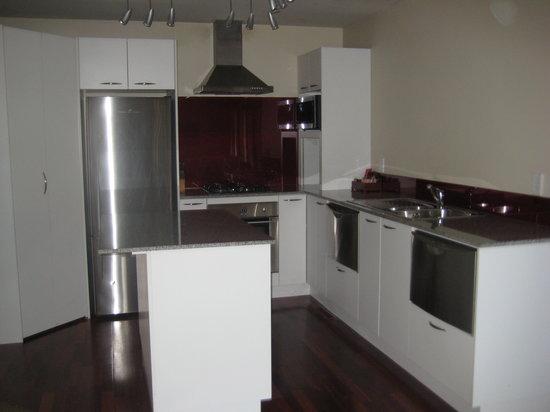 Glebe Apartments: kitchen