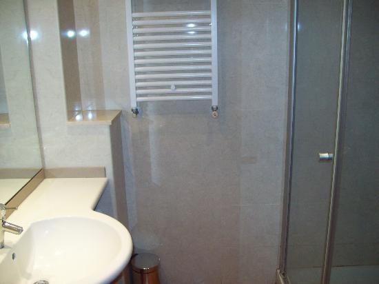 Hotel Placa de la Font: Bathroom