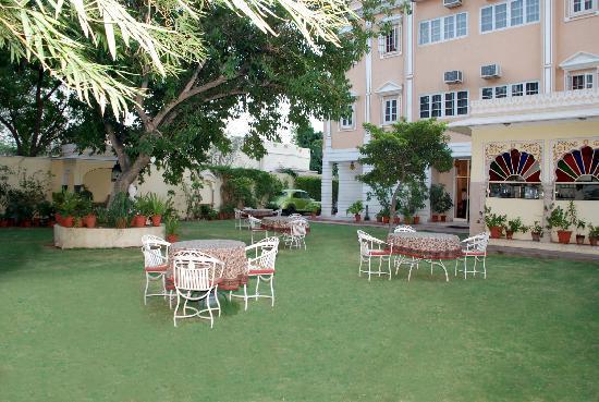 Hotel Anuraag Villa: A Nice & Beautiful Garden