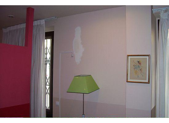 MH Apartments Ramblas: view of the partial wall and a paint splotch