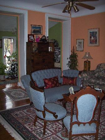 Wilson House Bed and Breakfast: One of several meeting areas