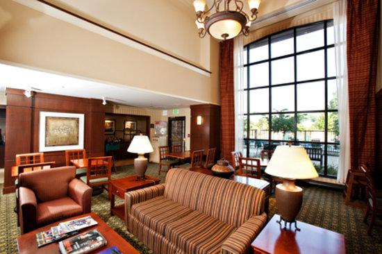 Staybridge Suites Indianapolis-Airport: The Beautiful Atrium of the Staybridge Airport