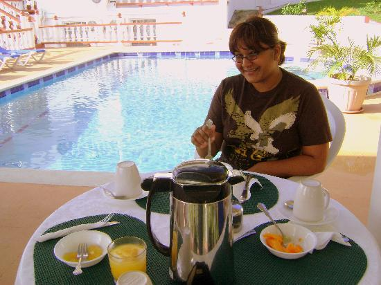 Ribishi, St. Vincent: Breakfast by Pool