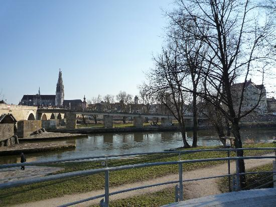 Steinerne Brücke: Relaxing View, Regensburg (DE)
