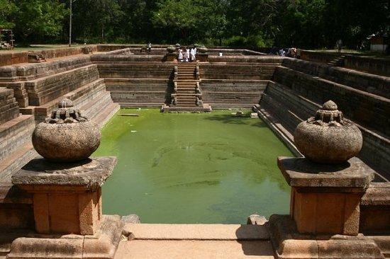 Imagen de Twin Baths (Kuttam Pokuna)
