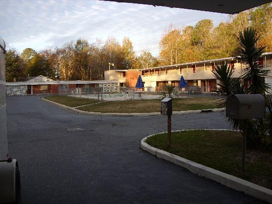 Hartsville Motel: Outside view