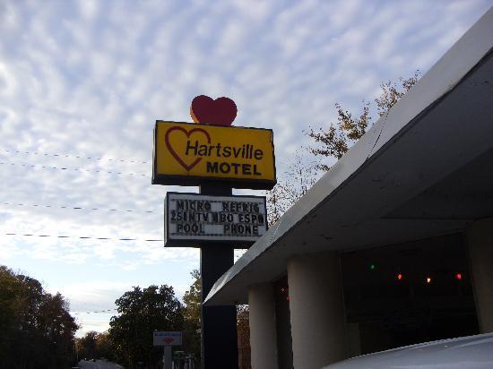Hartsville Motel: Road sign