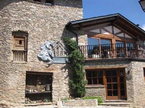 Hotel Restaurante Cal Teixido: View of the inn