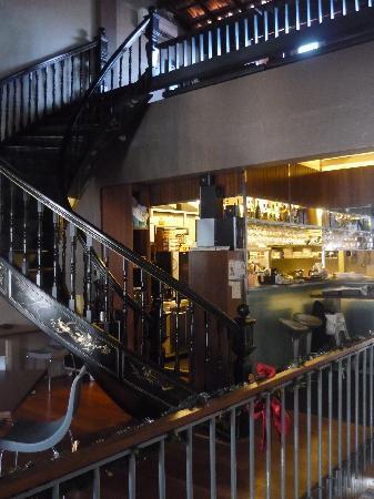 Courtyard @ Heeren Boutique Hotel: Breakfast area with spiral staircase