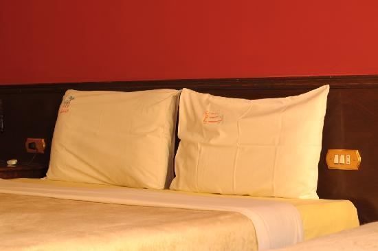 El Nakhil Hotel & Restaurant: The Bed